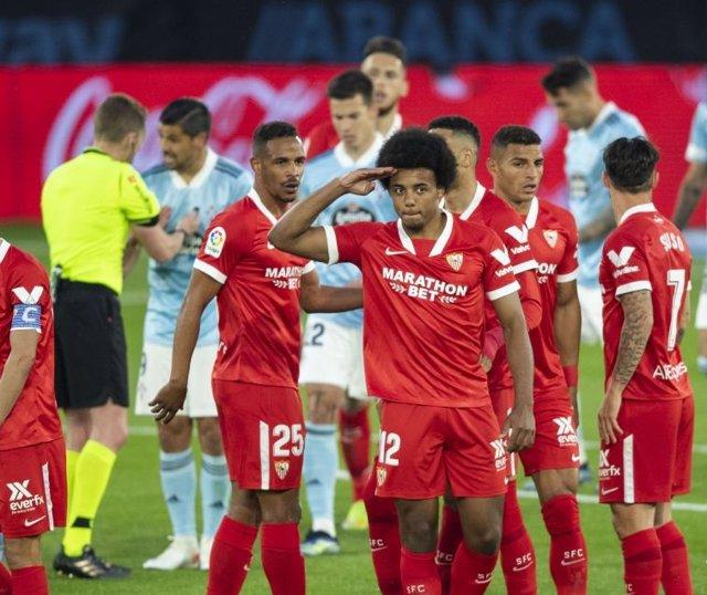 Jules Koundé celebra el 0-1 en el Celta-Sevilla de LaLiga Santander 2020-2021