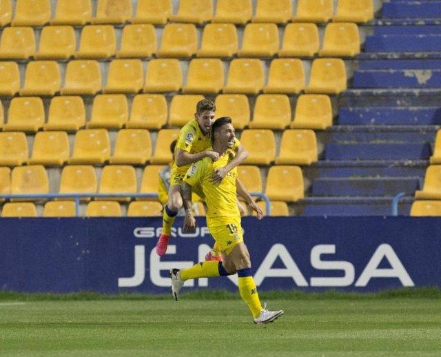 Xisco celebra el 1-0 en el Alcorcón-Castellón de LaLiga SmartBank 2020-2021