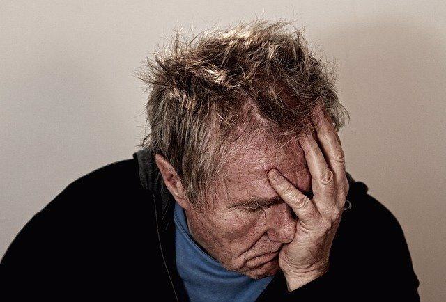 Archivo - Dolor de cabeza, depresión, demencia.