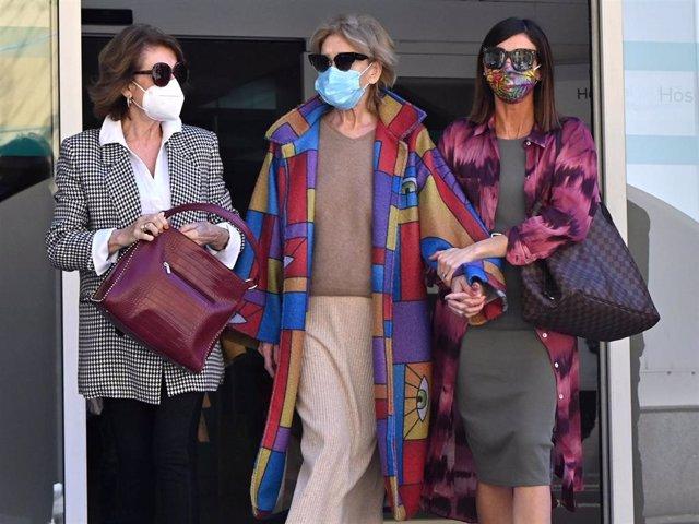 Mila Ximénez acudió al hospital con su hija Alba Santana y su hermana Concha