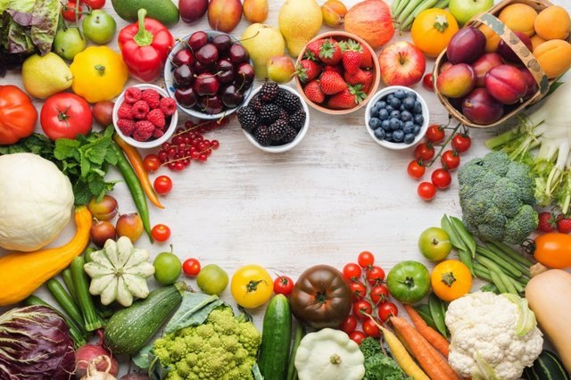 Archivo - Summer fruits vegetables on table