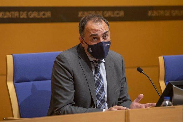 El conselleiro de Sanidade, Julio García Comesaña, en la rueda de prensa posterior al comité clínico.