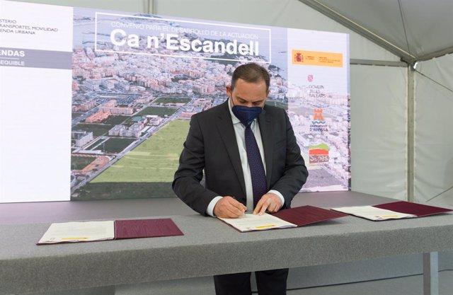 El ministro de Transportes, Movilidad y Agenda Urbana, José Luis Ábalos,  preside la firma del convenio entre el SEPES (Entidad Pública Empresarial del Suelo) y la Conselleria de Mobilitat i Habitatge del Govern de les Illes Balears para el desarrollo de