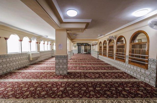 Archivo - Interior de la mezquita situada en la calle Méndez Núñez, 47,  en Valencia.