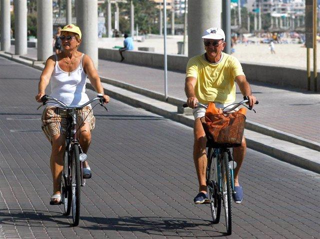 Archivo - Palma de Mallorca, paseo en bicicleta