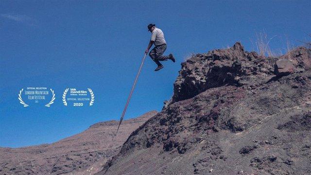 Imagen promocional del documental canario sobre el salto del pastor 'Jurria: Guardianes del garrote'