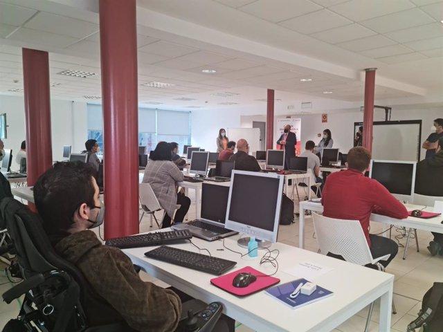 Imagen de un curso en Sevilla del programa 'Por Talento Digital' de Fundación ONCE
