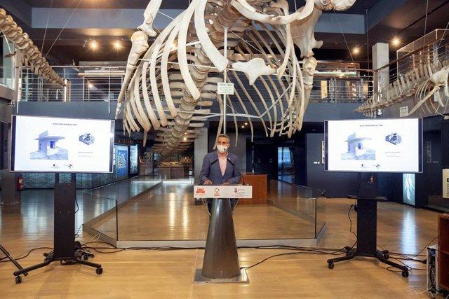 El Vicepresidente Y Consejero De Universidades, Igualdad, Cultura Y Deporte, Pablo Zuloaga, En El Museo Marítimo Del Cantábrico