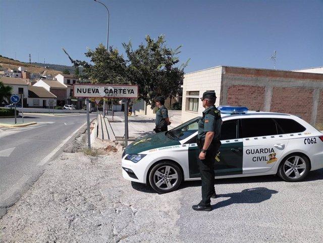 Una patrulla de la Guardia Civil en Nueva Carteya.
