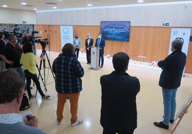 Archivo - Un momento de la presentación realizada esta mañana del macroencuentro con los principales mayoristas y operadores turísticos de todo el país para reactivar la llegada de viajeros nacionales a la Región