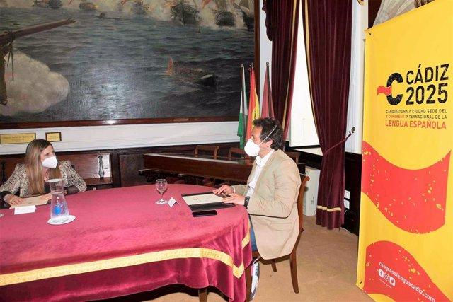 Irene García y José María González reunidos en el Ayuntamiento de Cádiz