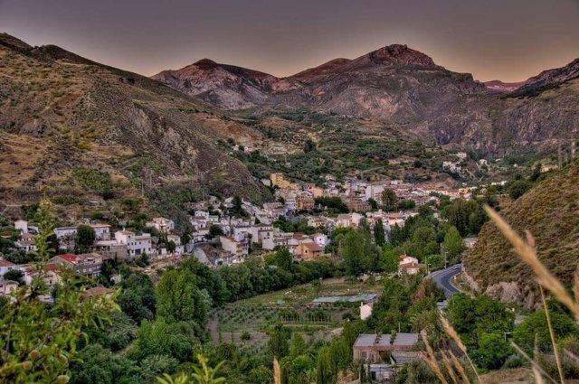 Archivo - Vista de Monachil (Granada), declarado Municipio Turístico en Andalucía.