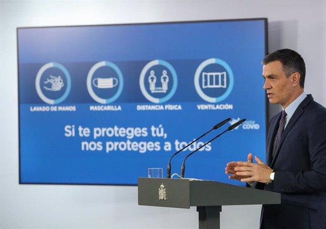 El presidente del Gobierno, Pedro Sánchez, interviene en una rueda de prensa tras la reunión del Consejo de Ministros en Moncloa, a 13 de abril de 2021, en Madrid (España). Durante su comparecencia, Sánchez ha informado de las decisiones tomadas en el Con
