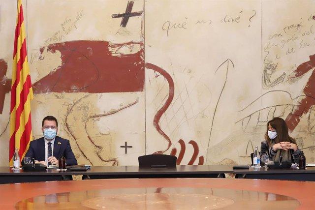Arxiu - El vicepresident del Govern en funcions, Pere Aragonès, amb la consellera de Presidència en funcions, Meritxell Budó.
