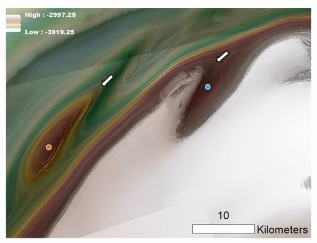 Vista de una depresión polar de Marte, de aproximadamente 20 kilómetros de ancho y unos cientos de metros de profundidad.