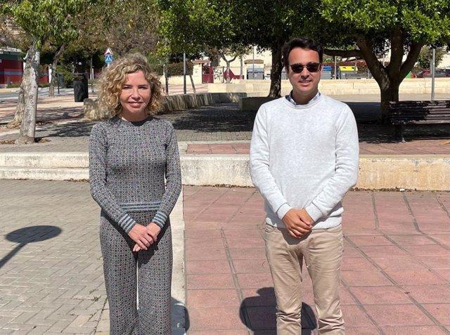 El presidente de Disfam, Iñaki Muñoz, y la delegada de relaciones con las administraciones públicas de Disfam, Marta Martín.