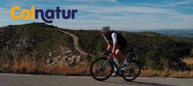 Alberto Contador invita a dar la Vuelta a España andando, corriendo o en bici en una iniciativa de Colnantur.