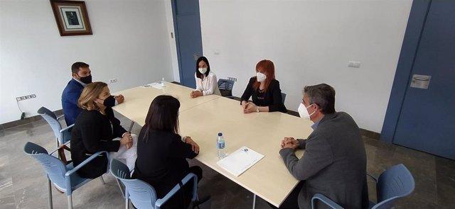 Ana Fidalgo reunida con el alcalde de Arcos