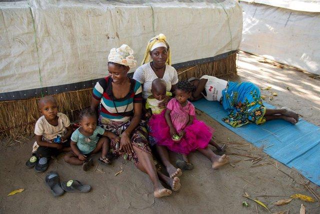 Archivo - Familias desplazadas por la violencia en Cabo Delgado, Mozambique