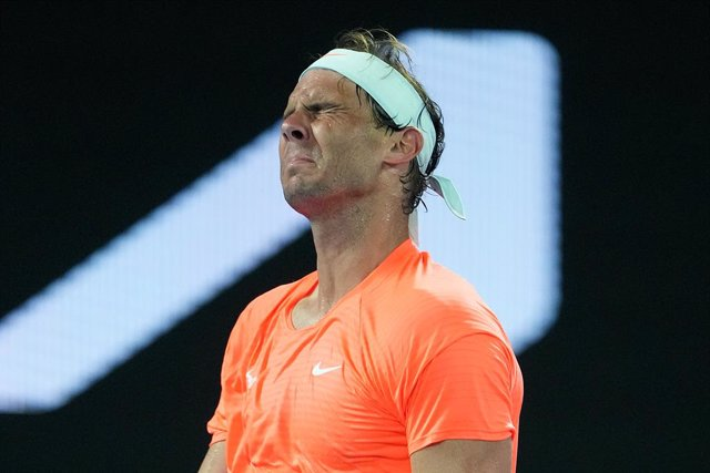 Archivo - Rafael Nadal of Spain reacts during his Men's singles quarter finals match against Stefanos Tsitsipas of Greece on Day 10 of the Australian Open at Melbourne Park in Melbourne, Wednesday, February 17, 2021. (AAP Image/Dave Hunt) NO ARCHIVING, ED