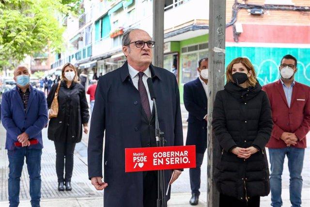 El candidato del PSOE a la Presidencia de la Comunidad de Madrid, Ángel Gabilondo, interviene en una rueda de prensa durante una visita programada por Coslada, a 13 de abril de 2021, en Coslada, Madrid, (España). Esta es una de las visitas a municipios de