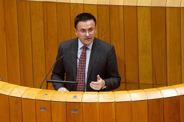 El conselleiro do Medio Rural, José González, en el pleno
