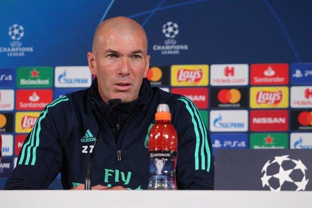 Archivo - El entrenador del Real Madrid, Zinédine Zidane, en rueda de prensa