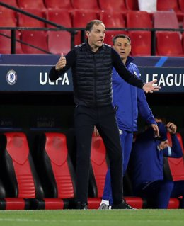 13 April 2021, Spain, Sevilla: Chelsea manager Thomas Tuchel gestures on the touchline during the UEFA Champions League quarter-finals second-leg soccer match between Chelsea and FC Porto at the Ramon Sanchez-Pizjuan Stadium. Photo: Isabel Infantes/PA Wir