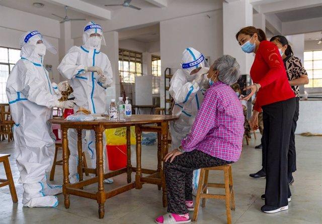 Pruebas de coronavirus en la provincia de Yunnan ante el repunte de casos