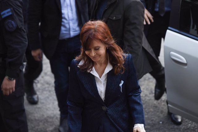 Archivo - 21 May 2019, Argentina, Buenos Aires: Former Argentine President Cristina Fernandez de Kirchner arrives at Federal Court where she faces a public and oral trial, three days after announcing that she will run for vice president in October electio