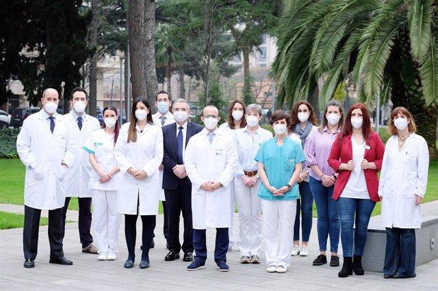 """Imagen del equipo del primer centro de atención """"hiperespecializada"""" para pacientes con cáncer de mama en España, el International Breast Cancer Center (Ibcc), ha abierto una clínica en Barcelona bajo la dirección y liderazgo del Dr. Javier Cortés"""