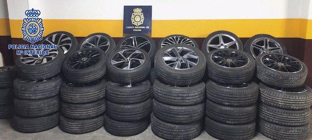 Archivo - Cuatro detenidos por robar ruedas de vehículos de alta gama en garajes comunitarios