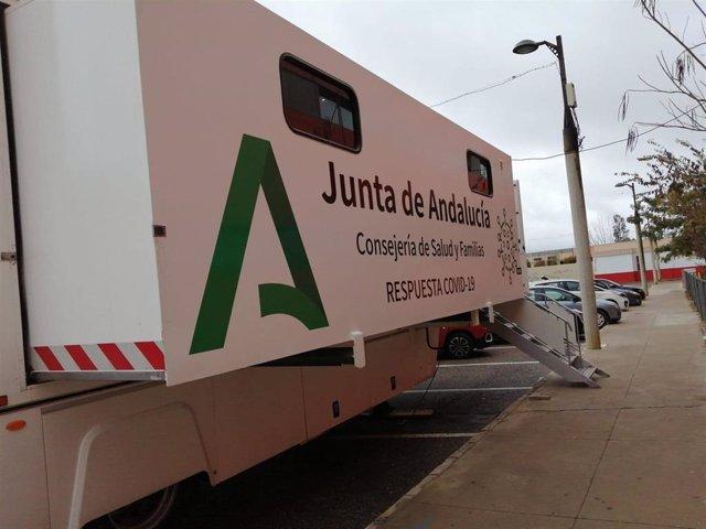 Archivo - La Unidad Movil de Salud donde se hacen los cribados del Covid-19 en la provincia de Córdoba.