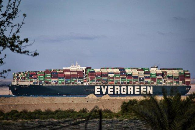 El buque 'Ever Given' tras ser desencallado en el Canal de Suez, Egipto