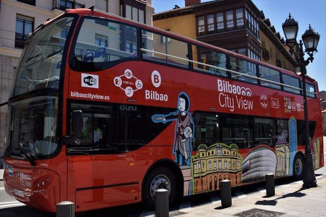 Archivo - Autobús turístico de Bilbao