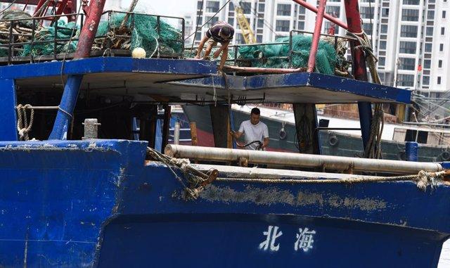 Archivo - Pesca en el Mar de la China Meridional