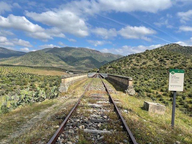 Una imagen de 'Camino de Hierro', una antigua vía de tren reconvertida en ruta de senderismo entre Salamanca y Portuga.