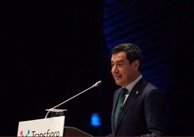 Juanma Moreno, presidente andaluz, en la inauguración del Foro Transfiere de Málaga