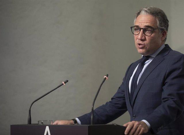 El consejero de la Presidencia, Elías Bendodo, durante la rueda de prensa posterior al Consejo de Gobierno de la Junta de Andalucía. En Sevilla, (Andalucía, España), a 13 de abril de 2021.