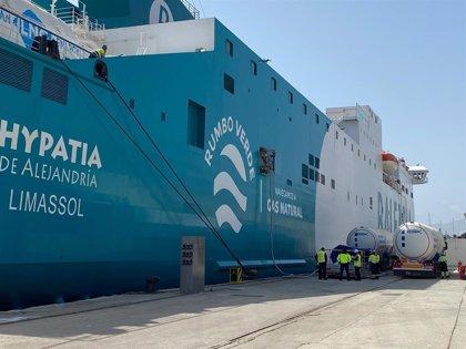 Puertos.-El puerto mejora su estrategia medioambiental con el suministro de Gas Natural Licuado en sus muelles