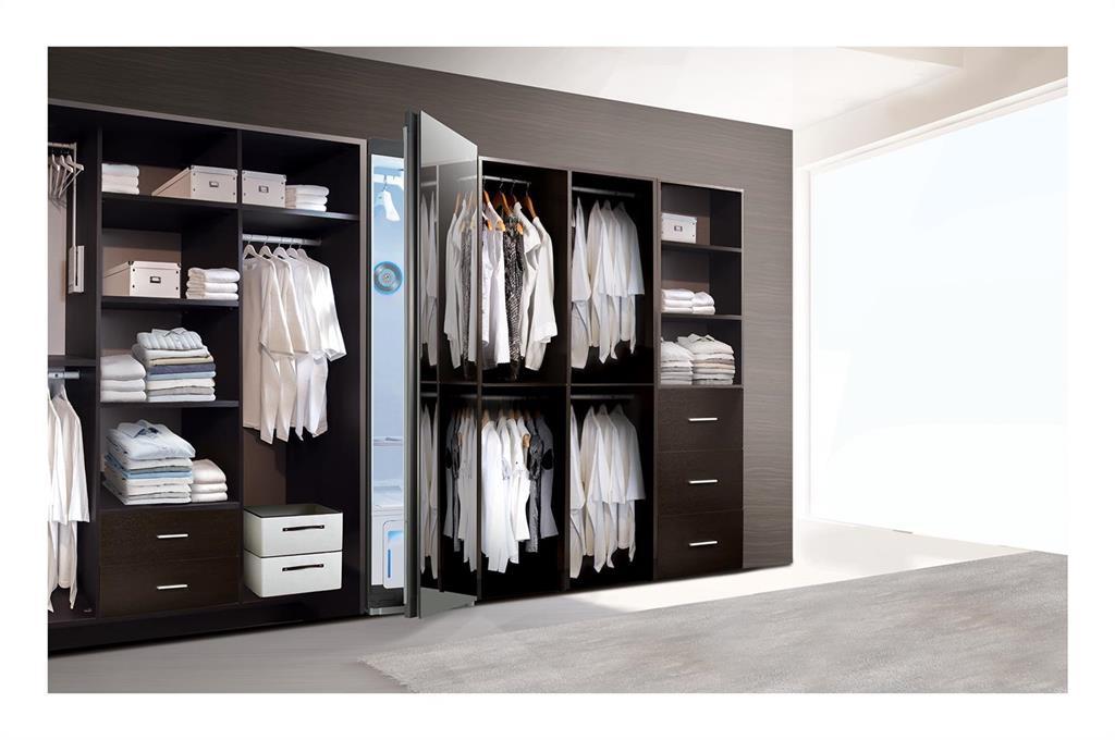 LG asegura que su armario de vapor elimina el coronavirus de la ropa en menos de dos horas