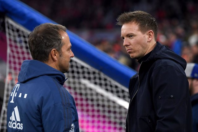 Archivo - 09 February 2020, Bavaria, Munich: Leipzig coach Julian Nagelsmann (R) and Bayern Munich coach Hansi Flick pictured prior to the start of the German Bundesliga soccer match between C Bayern Munich and RB Leipzig at Allianz Arena. Photo: Matthias
