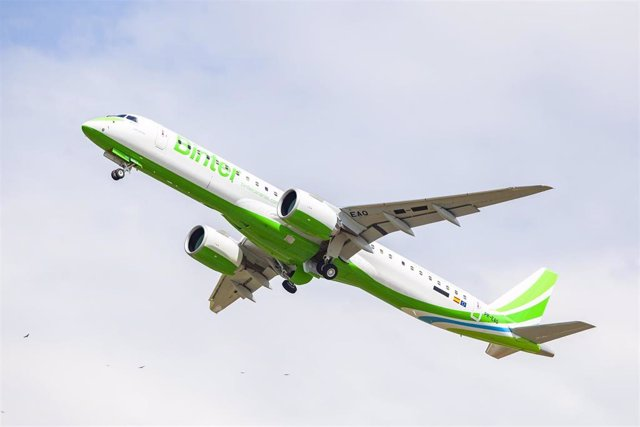 Archivo - Avión de Binter
