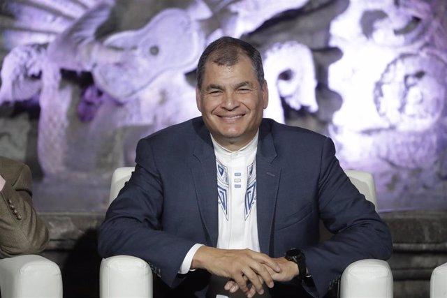"""Archivo - AMP.- Ecuador.- Rafael Correa confía en que su partido va a """"arrasar"""" en las elecciones: """"Conmigo o sin mí"""""""