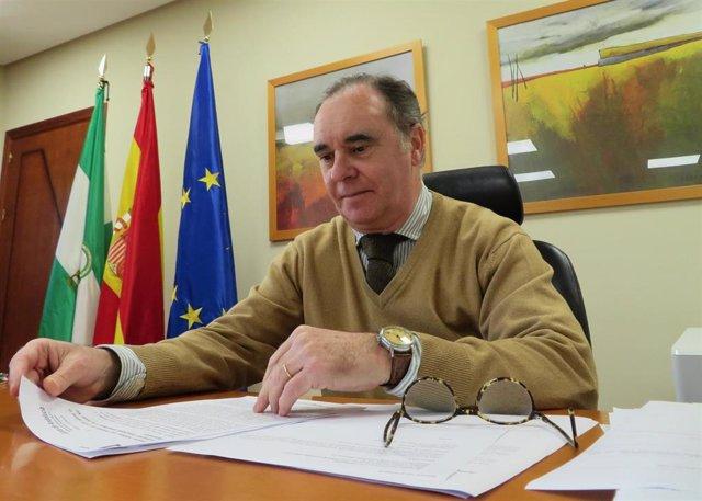 Archivo - El delegado territorial de Empleo en Huelva. Antonio Augustín.