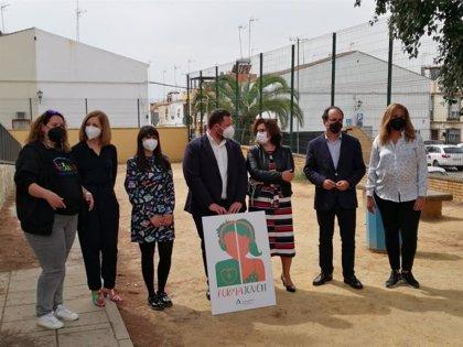 Eslava visita el taller formativo del alumnado mediador del IES 'Doña Leonor' de Alcalá de Guadaíra