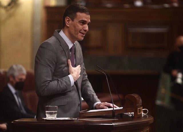 El presidente del Gobierno, Pedro Sánchez, interviene durante una sesión plenaria en el Congreso de los Diputados.