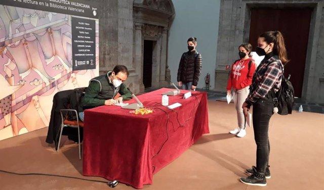 Iván Carbonell en el Encuentro de Escritores de la Biblioteca Valenciana