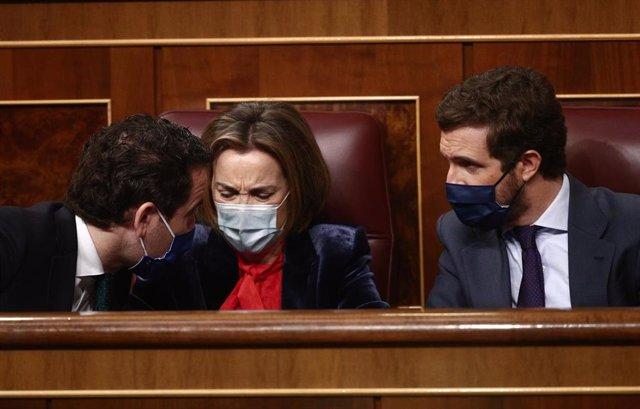 Teodoro García Egea, Cuca Gamarra y Pablo Casado en el Pleno del Congreso
