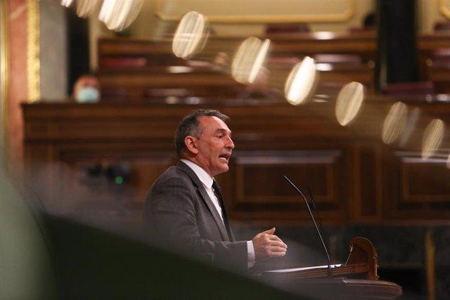 Archivo - El diputado de Unidas Podemos y portavoz de IU en el Congreso, Enrique Santiago interviene durante una sesión plenaria en el Congreso.